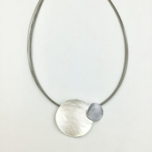 Striking circle necklace